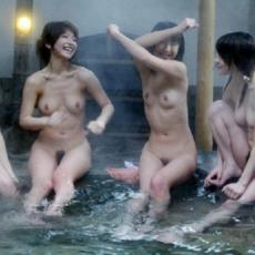 女風呂画像 温泉や露天風呂で全裸になる80枚