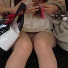 通学電車のパンチラ画像!近鉄大阪線で撮ってみた120枚
