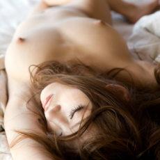 美女全裸画像100枚!!綺麗な美女の全裸画像を100枚まとめてハイどうぞ!!